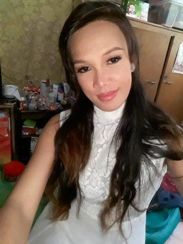 lady white dress
